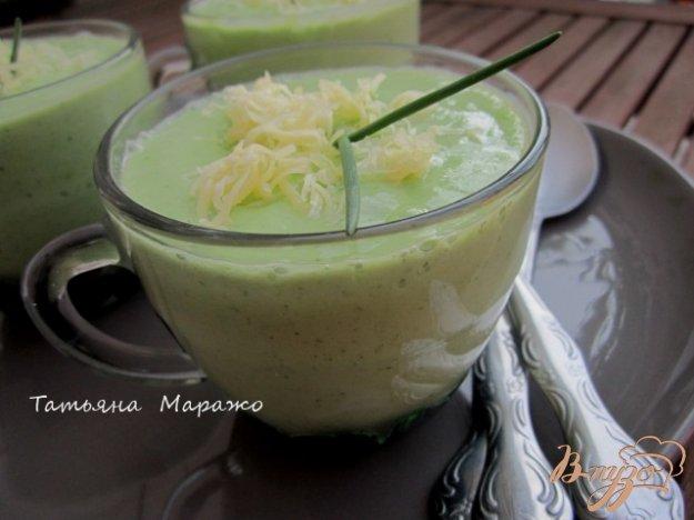 фото рецепта: Холодный суп с огурцом и авокадо
