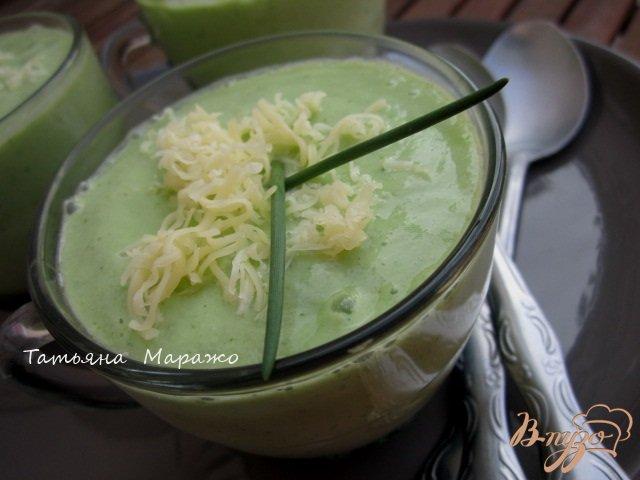 Фото приготовление рецепта: Холодный суп с огурцом и авокадо шаг №4