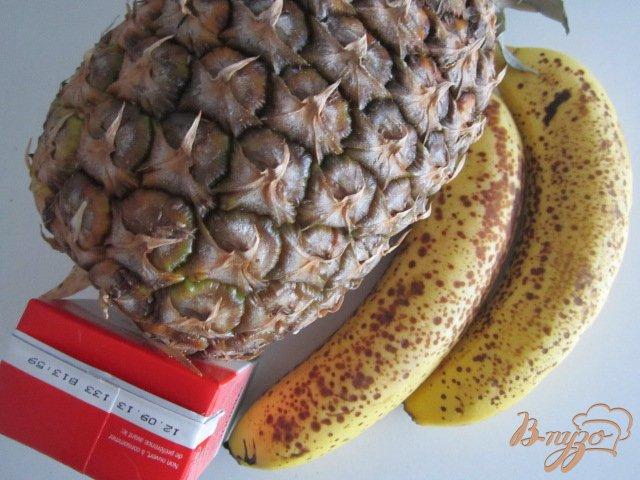 Фото приготовление рецепта: Ананасово-банановый смузи шаг №1