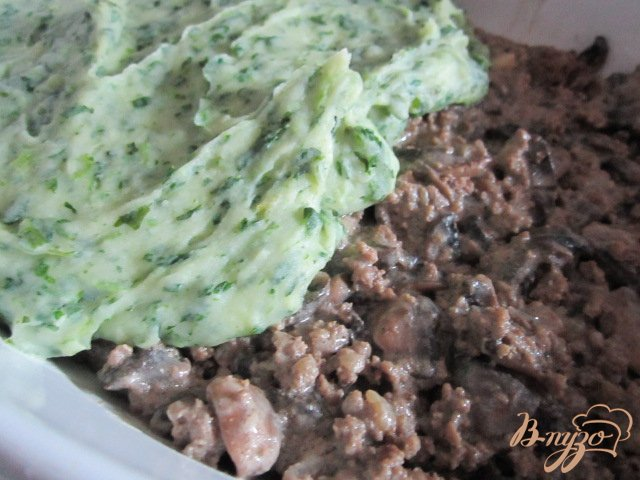 Фото приготовление рецепта: Картофельная запеканка Пармантье (Hachis parmentier) шаг №6