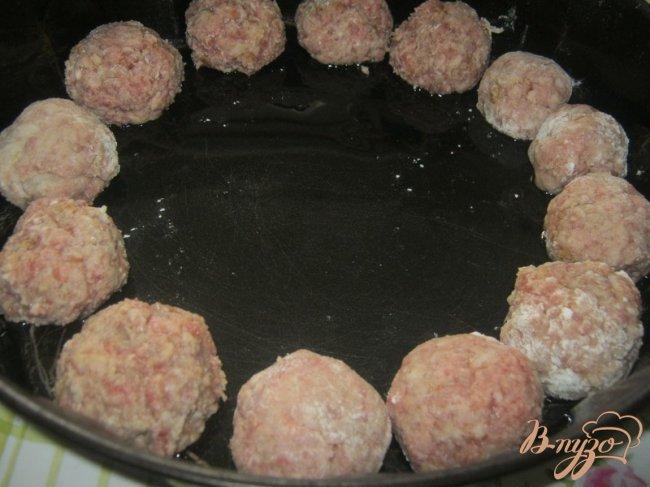 Фото приготовление рецепта: Котлетки с картошкой в сметанно-томатном соусе шаг №2