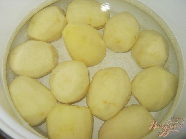 Фото приготовление рецепта: Котлетки с картошкой в сметанно-томатном соусе шаг №3