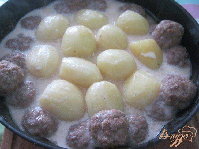 Фото приготовление рецепта: Котлетки с картошкой в сметанно-томатном соусе шаг №6