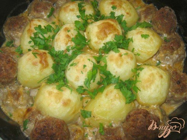 фото рецепта: Котлетки с картошкой в сметанно-томатном соусе