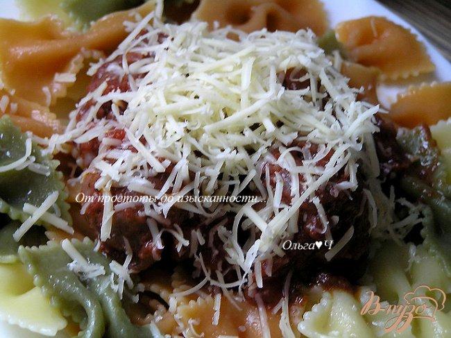 Фото приготовление рецепта: Фарфалле с фрикадельками в томатно-базиликовом соусе шаг №14