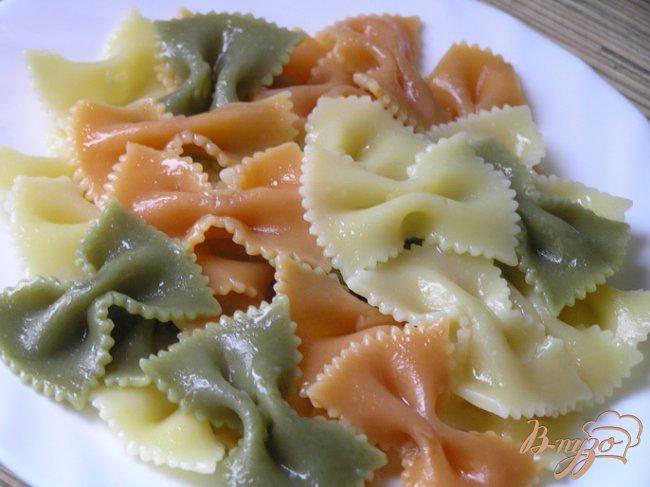 Фото приготовление рецепта: Фарфалле с фрикадельками в томатно-базиликовом соусе шаг №13