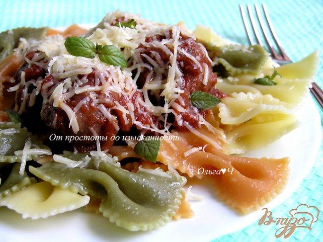 Фото приготовление рецепта: Фарфалле с фрикадельками в томатно-базиликовом соусе шаг №15