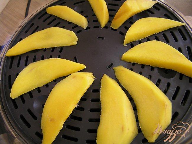 Фото приготовление рецепта: Шоколадный кускус с теплым манго и мятой. шаг №2