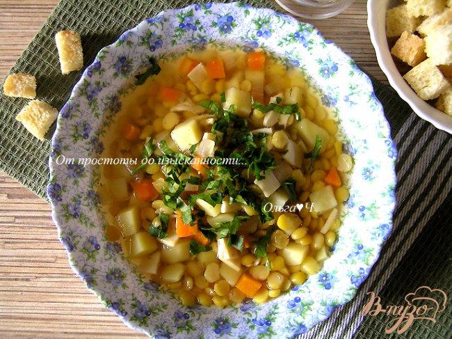 Фото приготовление рецепта: Гороховый суп с копченым кальмаром шаг №7