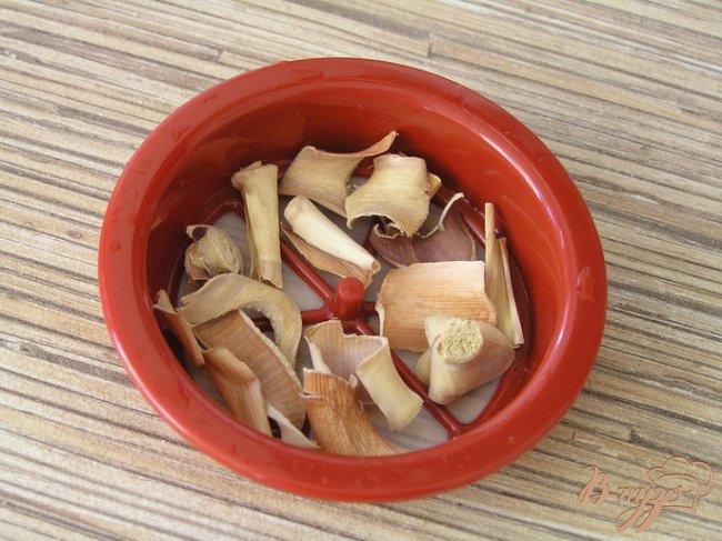 Фото приготовление рецепта: Котлетки с зеленью и бразильским орехом под томатным соусом шаг №1