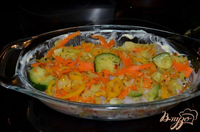 Фото приготовление рецепта: Морской окунь с овощным ассорти шаг №3