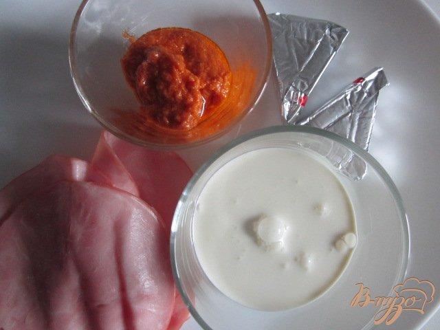 Фото приготовление рецепта: Ветчинный крем с красным песто шаг №1