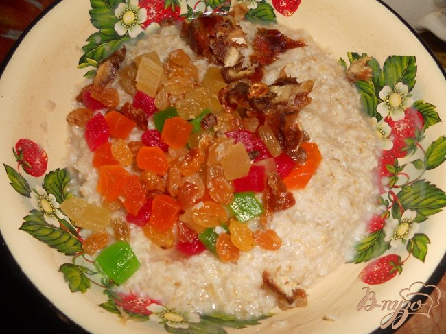 Фото приготовление рецепта: Овсянка с сухофруктами шаг №3