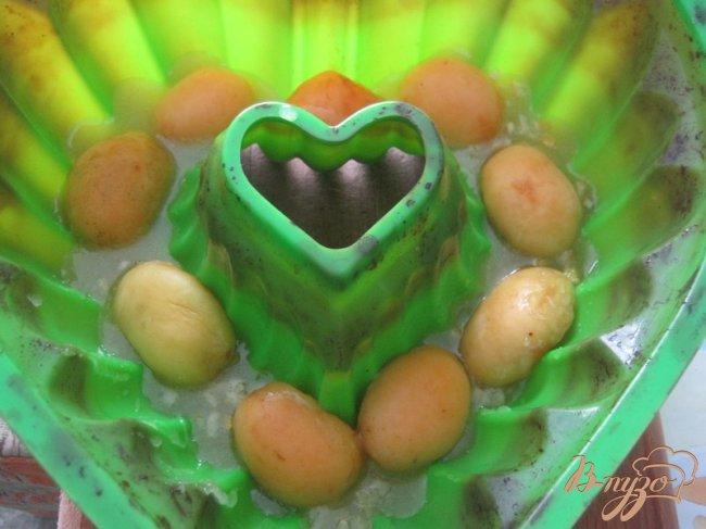 Фото приготовление рецепта: Перевернутый пирог с абрикосами шаг №3