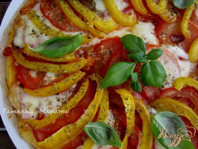 Фото приготовление рецепта: Лепешка из поленты с овощами и сыром шаг №9