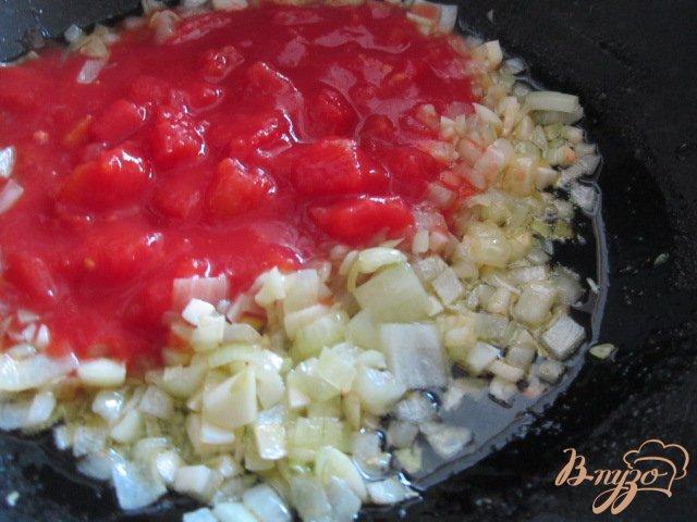 Фото приготовление рецепта: Лепешка из поленты с овощами и сыром шаг №5