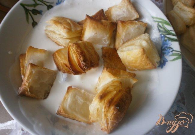 Фото приготовление рецепта: Десерт из слоеного теста шаг №4
