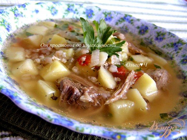 Фото приготовление рецепта: Суп из свинины с зеленой гречкой и томатами шаг №12