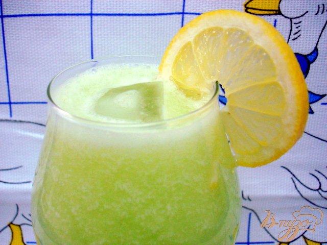 Фото приготовление рецепта: Огуречно - лимонный напиток шаг №5