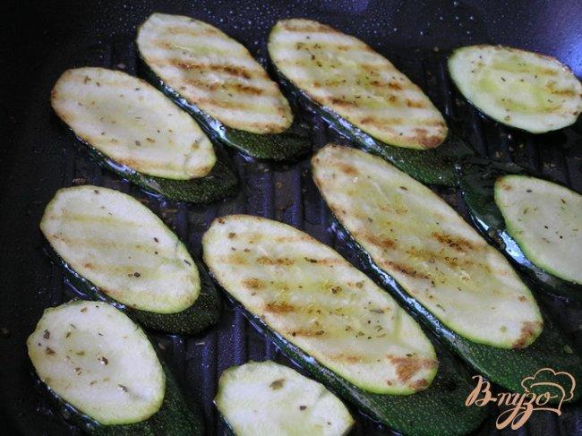 Фото приготовление рецепта: Цуккини-гриль с орегано шаг №3