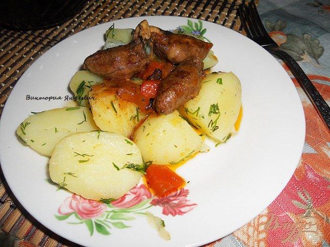 Фото приготовление рецепта: Куриные сердечки тушенные в темном пиве и сацибели шаг №4