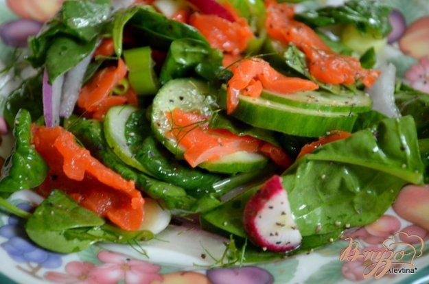 Рецепт Салат со шпинатом и копченой семгой