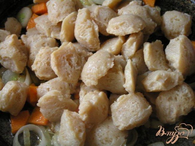 Фото приготовление рецепта: Соевое мясо с черри и орегано шаг №3