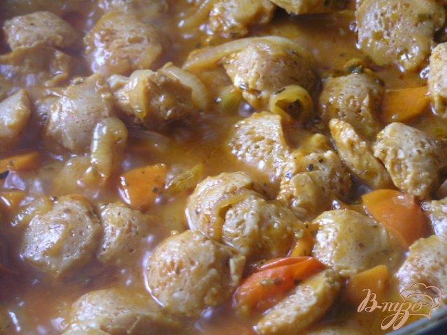 Фото приготовление рецепта: Соевое мясо с черри и орегано шаг №7