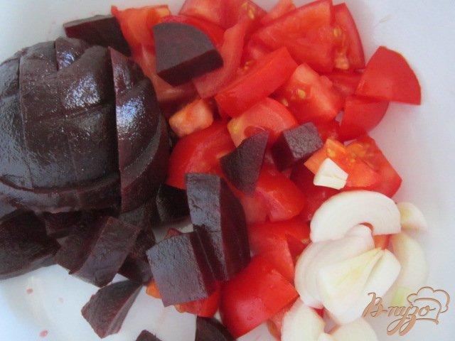 Фото приготовление рецепта: Гаспачо со свеклой и арбузом шаг №2