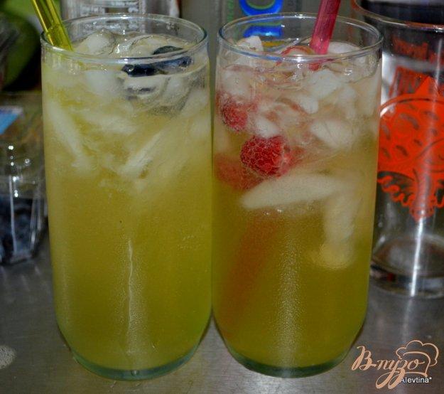 фото рецепта: Лимончелло с ягодами