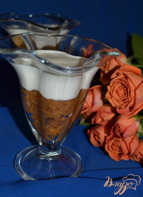 Фото приготовление рецепта: Финики с ликером под сметанным кремом шаг №3