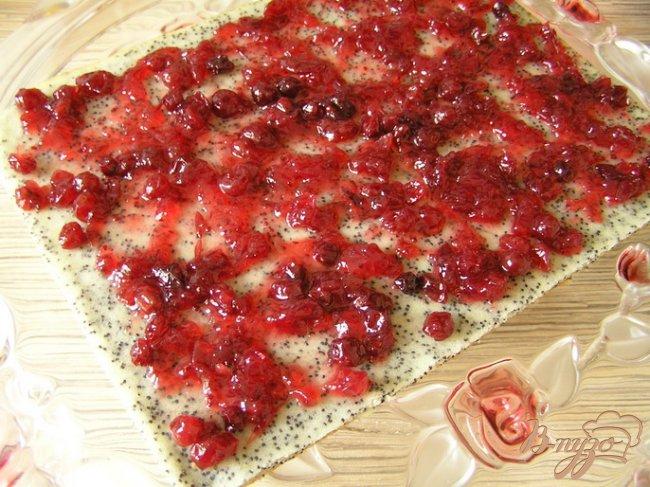 Фото приготовление рецепта: Клюквенное пирожное с ананасовым джемом шаг №12