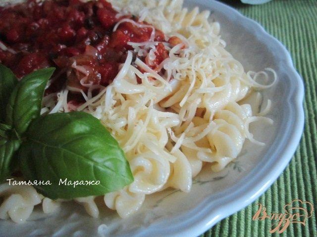 Фото приготовление рецепта: Фузилли с томатно-овощным соусом шаг №5