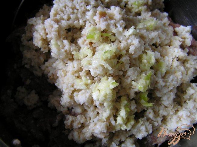 Фото приготовление рецепта: Нежные котлетки с петрушкой из смешанного фарша шаг №3