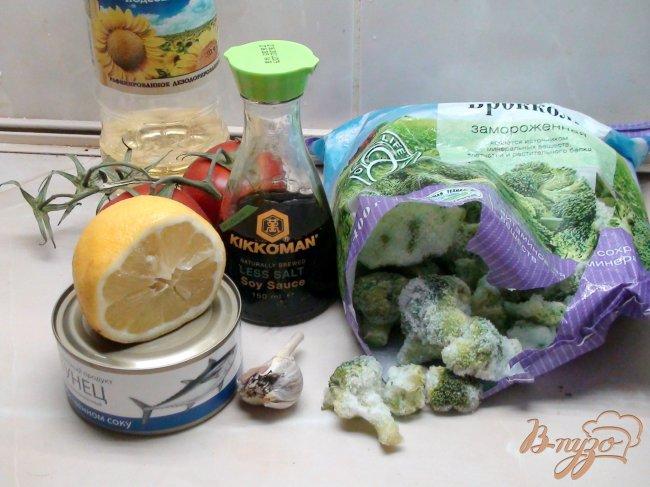 Фото приготовление рецепта: Салат из брокколи с тунцом. шаг №1
