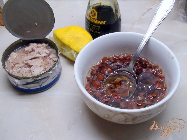 Фото приготовление рецепта: Салат из брокколи с тунцом. шаг №3