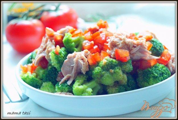 фото рецепта: Салат из брокколи с тунцом.