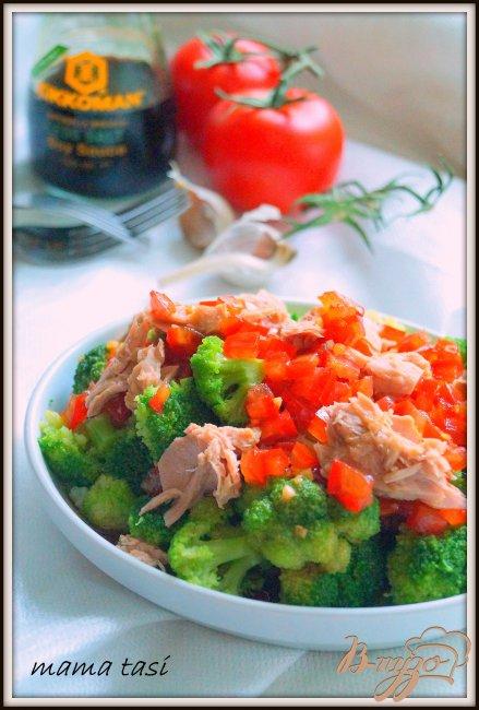 Фото приготовление рецепта: Салат из брокколи с тунцом. шаг №4