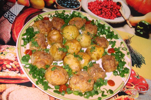 Рецепт Картофель, запеченый с котлетой в сметанном соусе