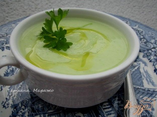 фото рецепта: Суп-пюре из цветной капусты с зеленым горошком и Моцареллой