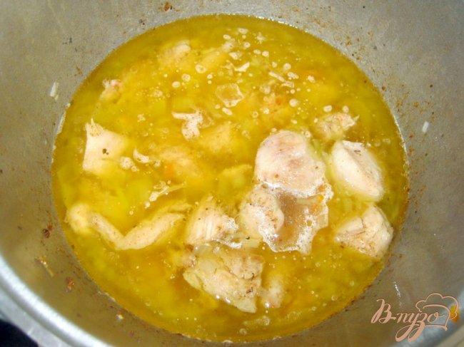 Фото приготовление рецепта: Плов из курицы шаг №5