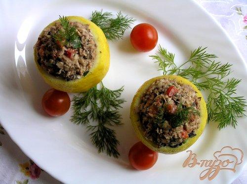 Лимоны с салатом из тунца