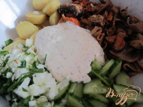 Картофельный салат с мидиями