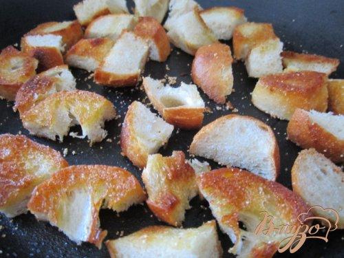 Чечевичный суп с сухариками и копчеными колбасками