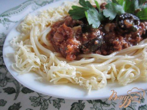 Спагетти с мясным фаршем и маслинами