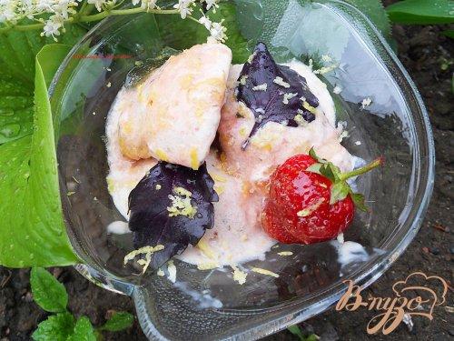 Мороженное с клубникой и базиликом