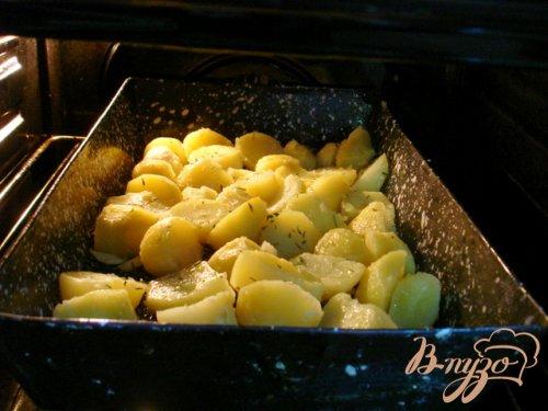 Картофель запеченный с чесноком и розмарином
