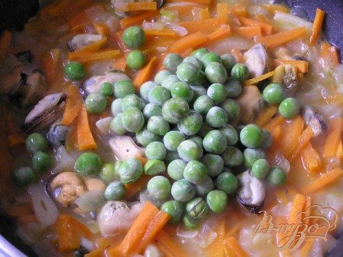 Кальмары, фаршированные мидиями, овощами и кус-кусом