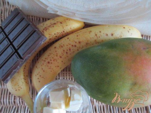 Мешочки с фруктами и шоколадом