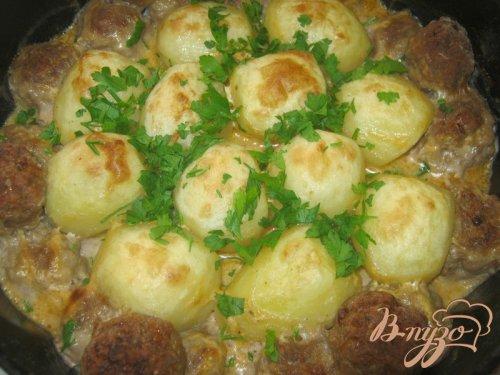 Котлетки с картошкой в сметанно-томатном соусе